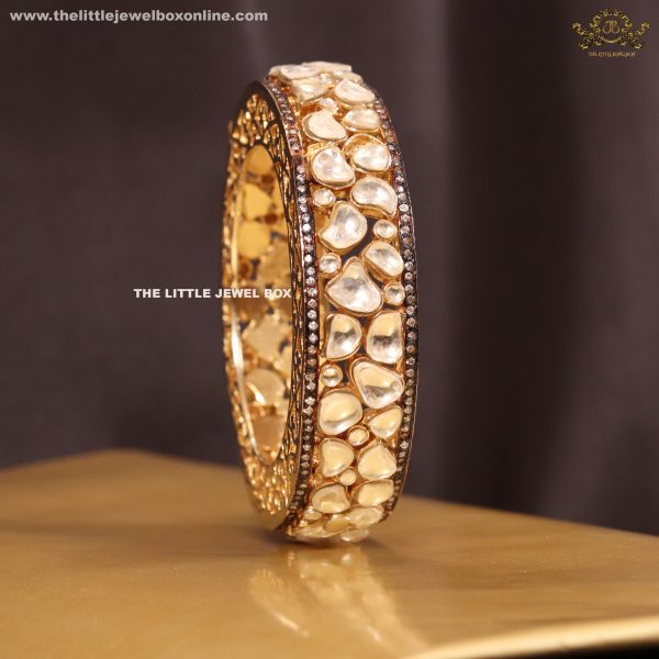 High finish kundan polki single bangle/bracelate. Openable. Not to miss!!